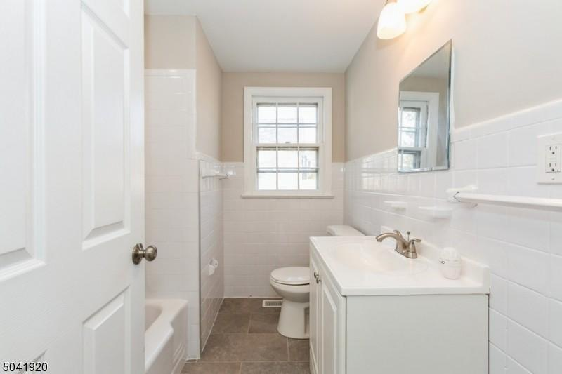 bath-11_Lakeview_ave_Watchung-NJ-08854
